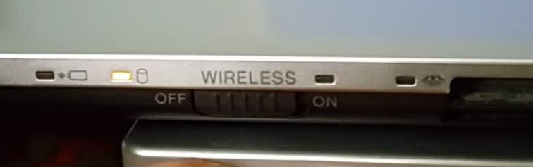 Переключатель Bluetooth на корпусе ноутбука